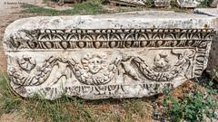 DSC1154 Friso del frente del Teatro romano, siglo II, Hierápolis de Frigia, Pamukkale, Turquía