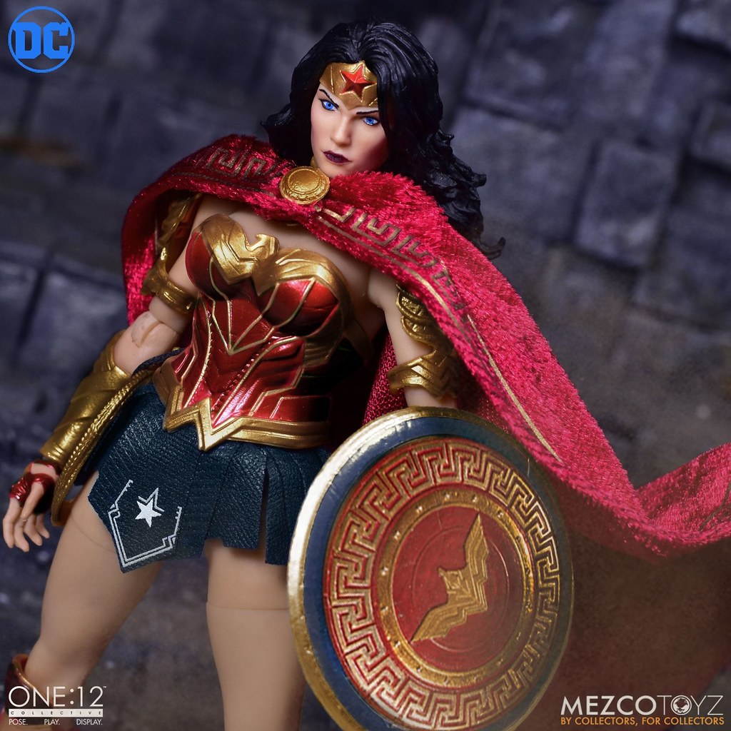 身為亞馬遜戰士的光榮姿態! MEZCO ONE:12 COLLECTIVE 系列 DC Comics【神力女超人】Wonder Woman 可動人偶