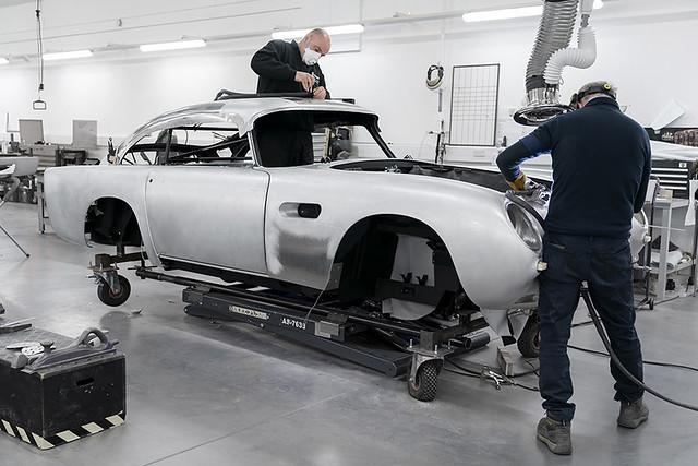 Aston Martin DB5 Goldfinger Continuation_01