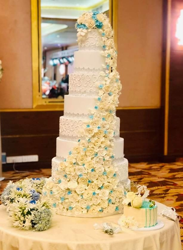 Cake by Roshi Annmarie