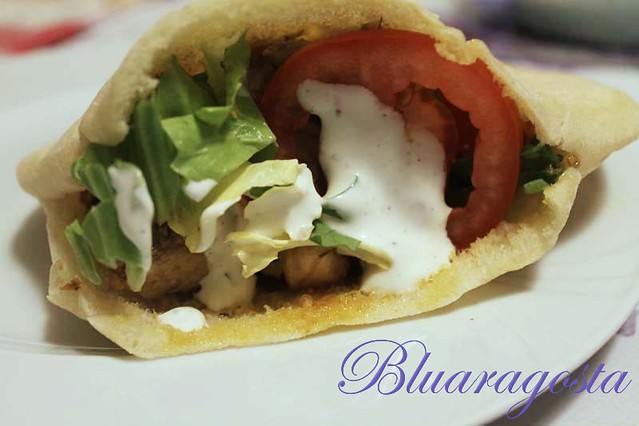 08-kebab con carni miste, verdure e salsa allo yogurt