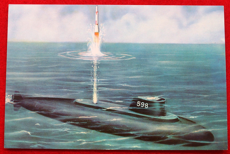 RD17139 1959 Defenders of America National Biscuit Co No.  4 Polaris Submarine Plus Book  Missile Base Beneath the Sea The Story of Polaris 1969 Dicerto DSC06120
