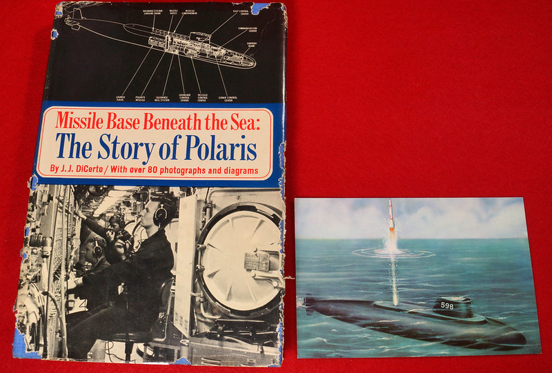 RD17139 1959 Defenders of America National Biscuit Co No.  4 Polaris Submarine Plus Book  Missile Base Beneath the Sea The Story of Polaris 1969 Dicerto DSC06119