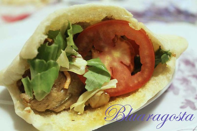 07-kebab con carni miste, verdure e salsa allo yogurt