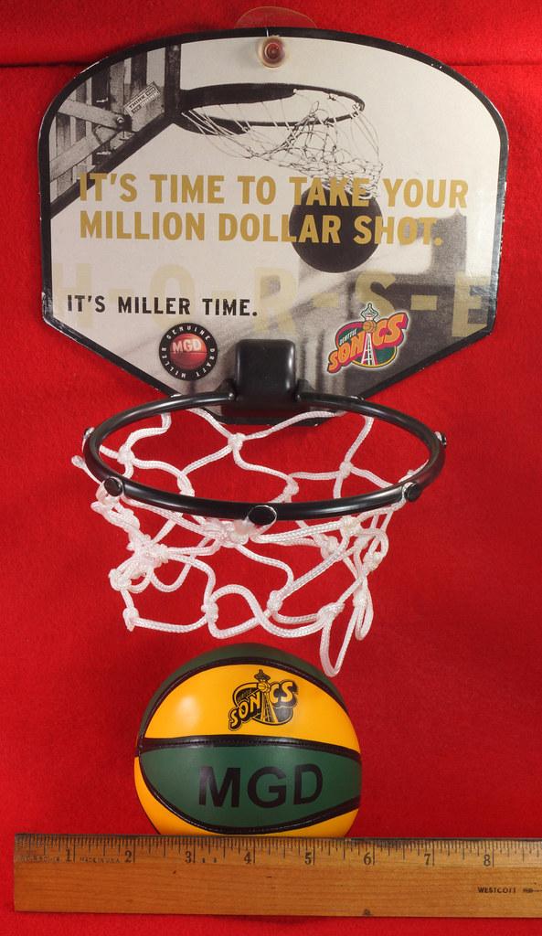 RD24932  Vintage MGD Seattle Sonics Mini Basketball & Hoop Advertising Miller Genuine Draft Beer DSC06156