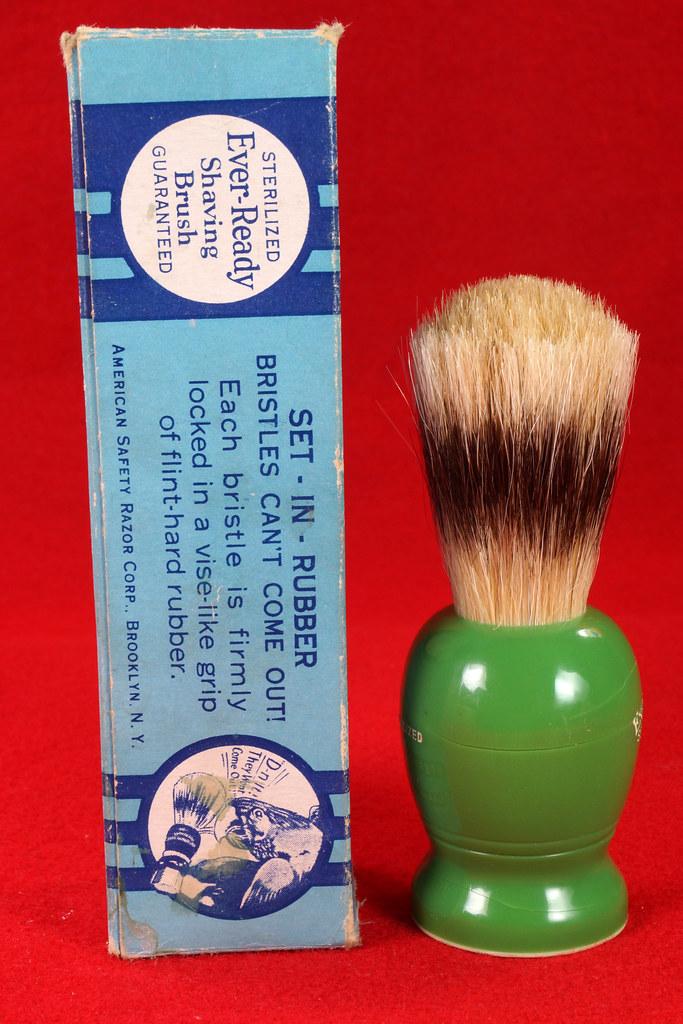 RD21358 Rare Antique Ever-Ready Shaving Brush 50R Sterilized N Green Bakelite Handle in Box DSC06173
