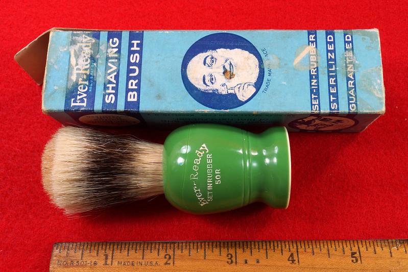 RD21358 Rare Antique Ever-Ready Shaving Brush 50R Sterilized N Green Bakelite Handle in Box DSC06169