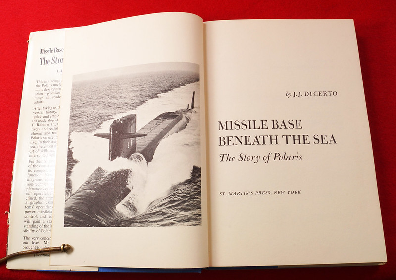 RD17139 1959 Defenders of America National Biscuit Co No.  4 Polaris Submarine Plus Book  Missile Base Beneath the Sea The Story of Polaris 1969 Dicerto DSC06124