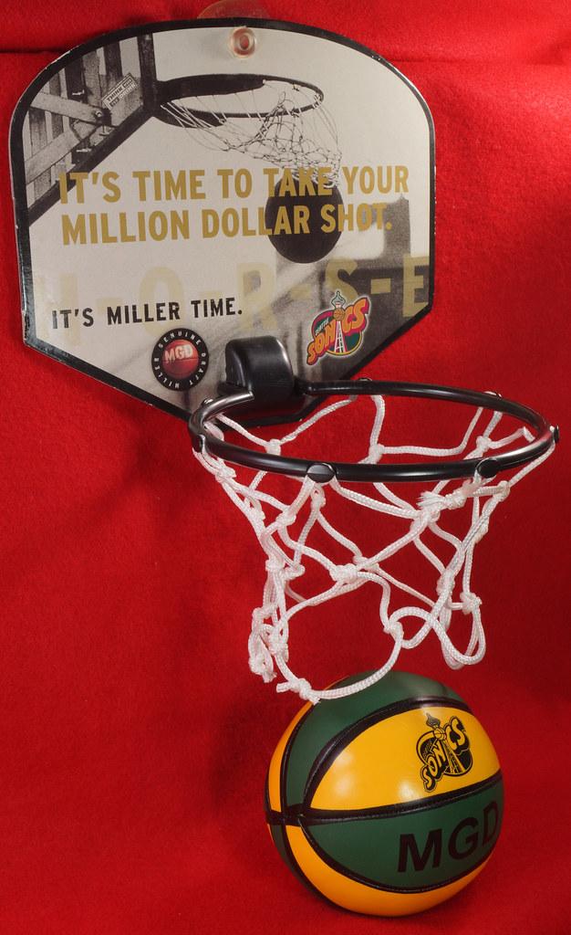 RD24932  Vintage MGD Seattle Sonics Mini Basketball & Hoop Advertising Miller Genuine Draft Beer DSC06160