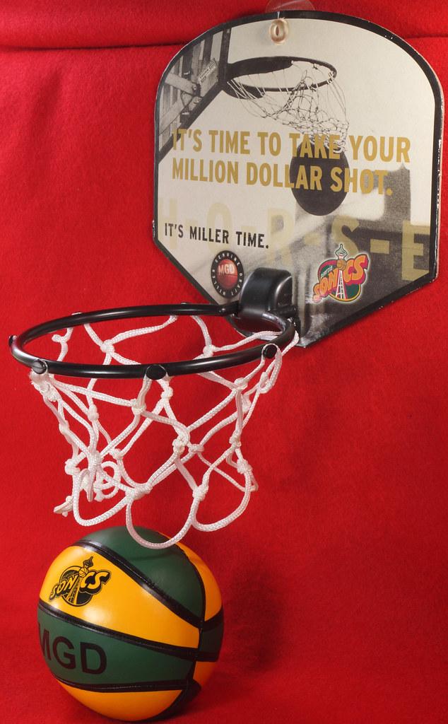 RD24932  Vintage MGD Seattle Sonics Mini Basketball & Hoop Advertising Miller Genuine Draft Beer DSC06159
