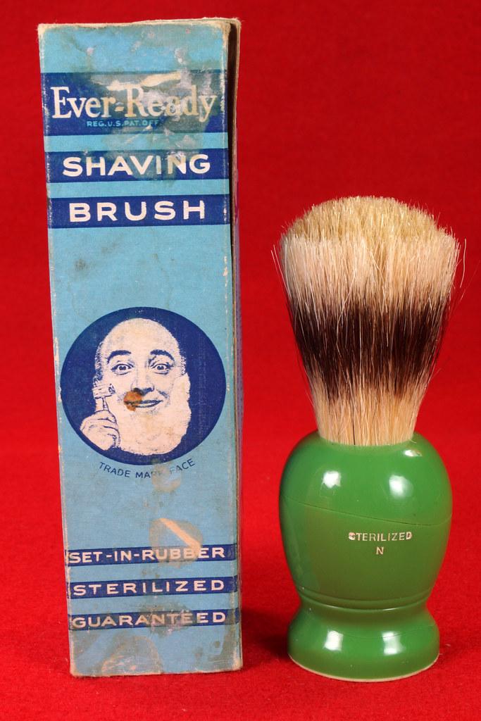 RD21358 Rare Antique Ever-Ready Shaving Brush 50R Sterilized N Green Bakelite Handle in Box DSC06172