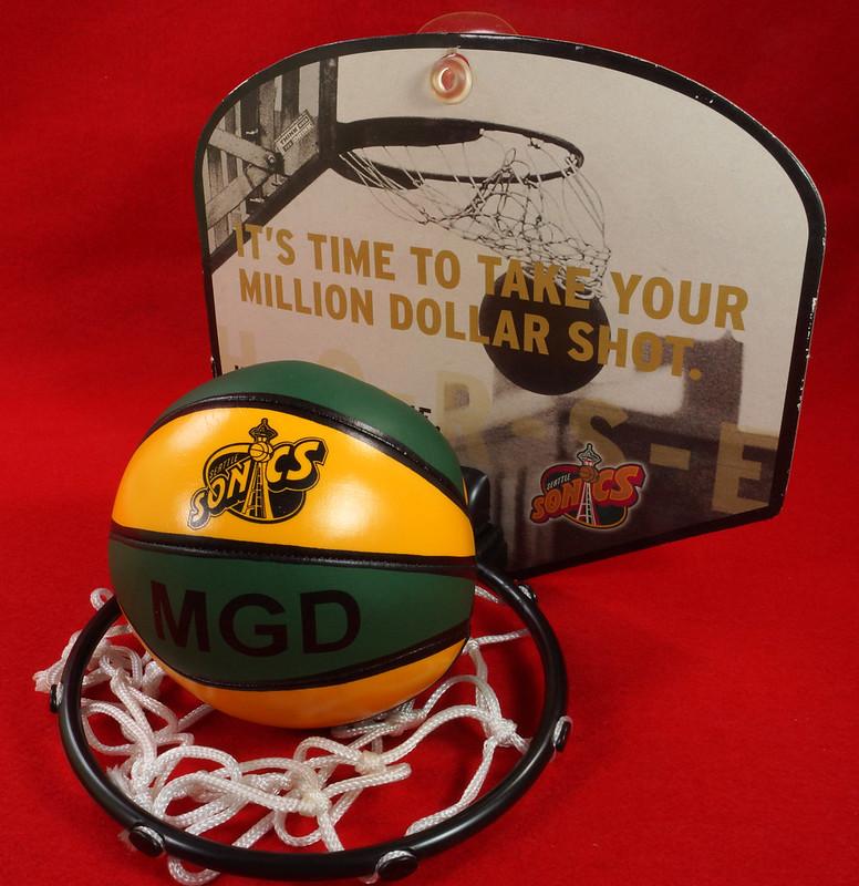RD24932  Vintage MGD Seattle Sonics Mini Basketball & Hoop Advertising Miller Genuine Draft Beer DSC06167