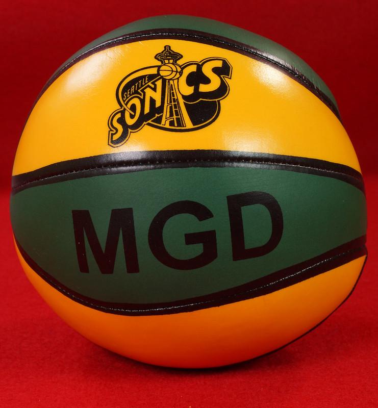 RD24932  Vintage MGD Seattle Sonics Mini Basketball & Hoop Advertising Miller Genuine Draft Beer DSC06164