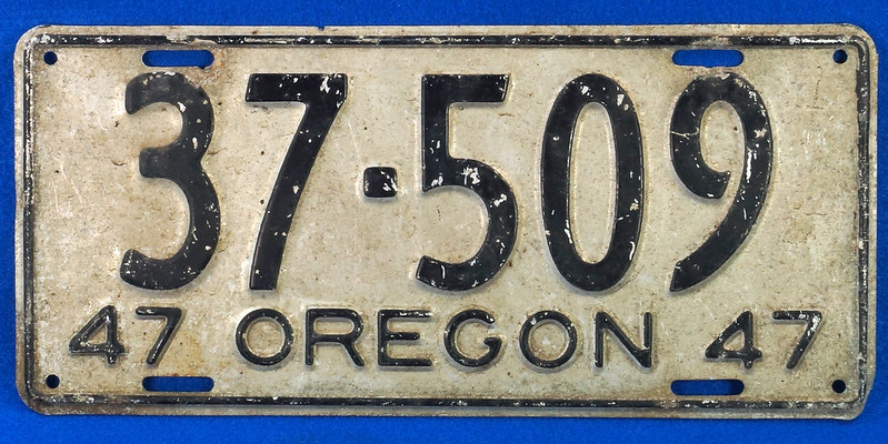 RD26901 Vintage License Plate Oregon 1947 37-509 Black on Silver DSC06185