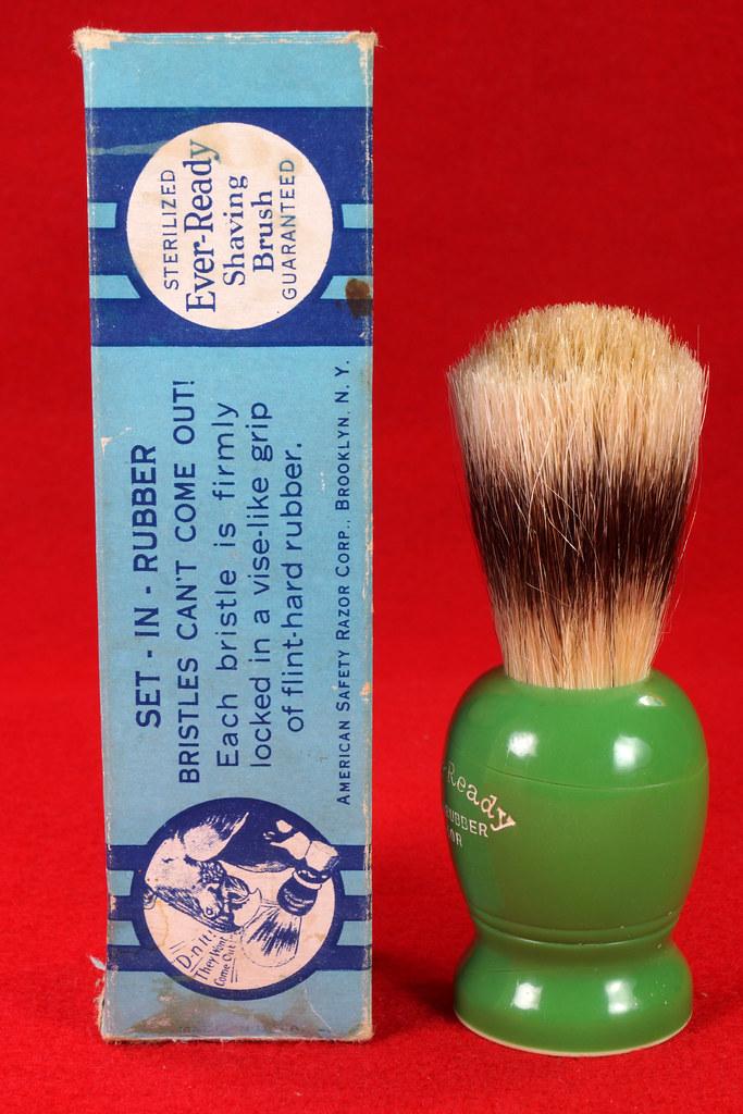 RD21358 Rare Antique Ever-Ready Shaving Brush 50R Sterilized N Green Bakelite Handle in Box DSC06171