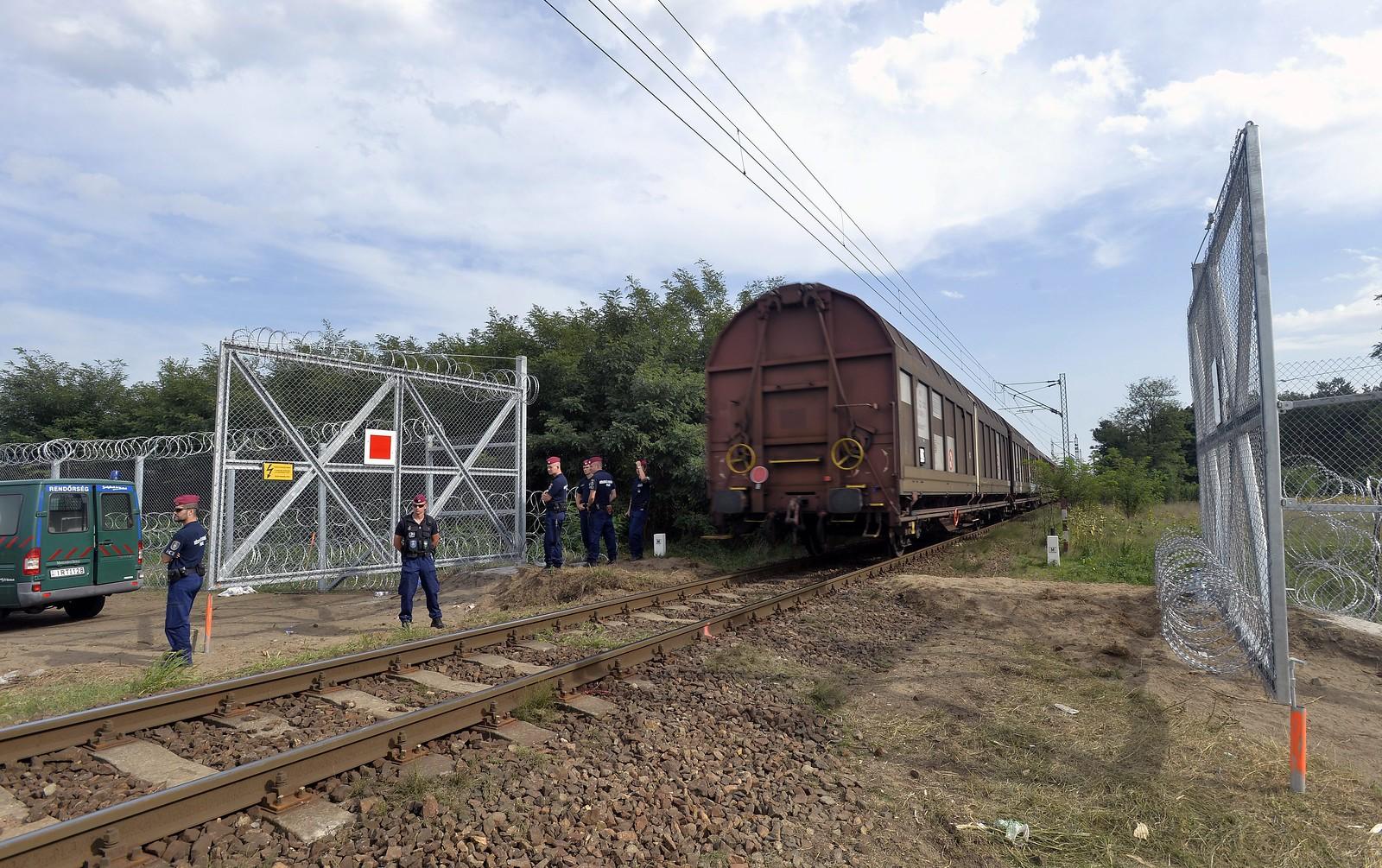 Áder János szignójával titkosította a Budapest-Belgrád vasútvonal szerződéseit