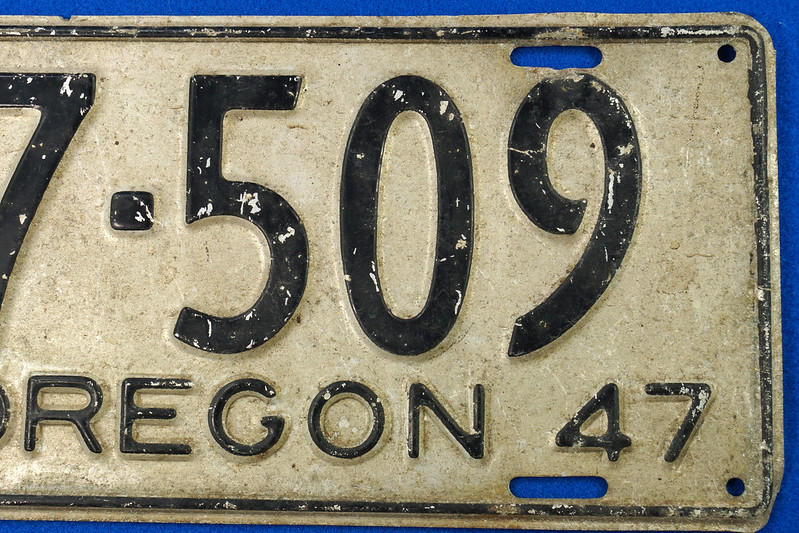 RD26901 Vintage License Plate Oregon 1947 37-509 Black on Silver DSC06194