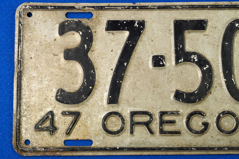 RD26901 Vintage License Plate Oregon 1947 37-509 Black on Silver DSC06193
