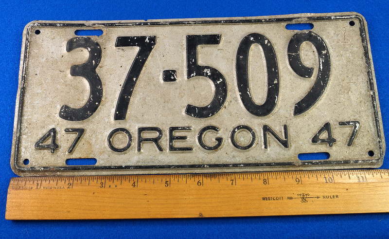 RD26901 Vintage License Plate Oregon 1947 37-509 Black on Silver DSC06184