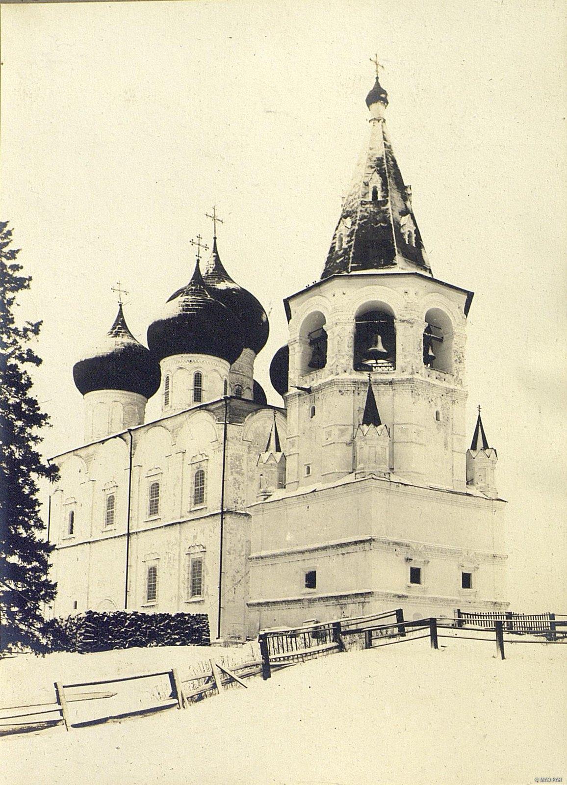 Каменная церковь и колокольня 1680-х гг. Холмогоры