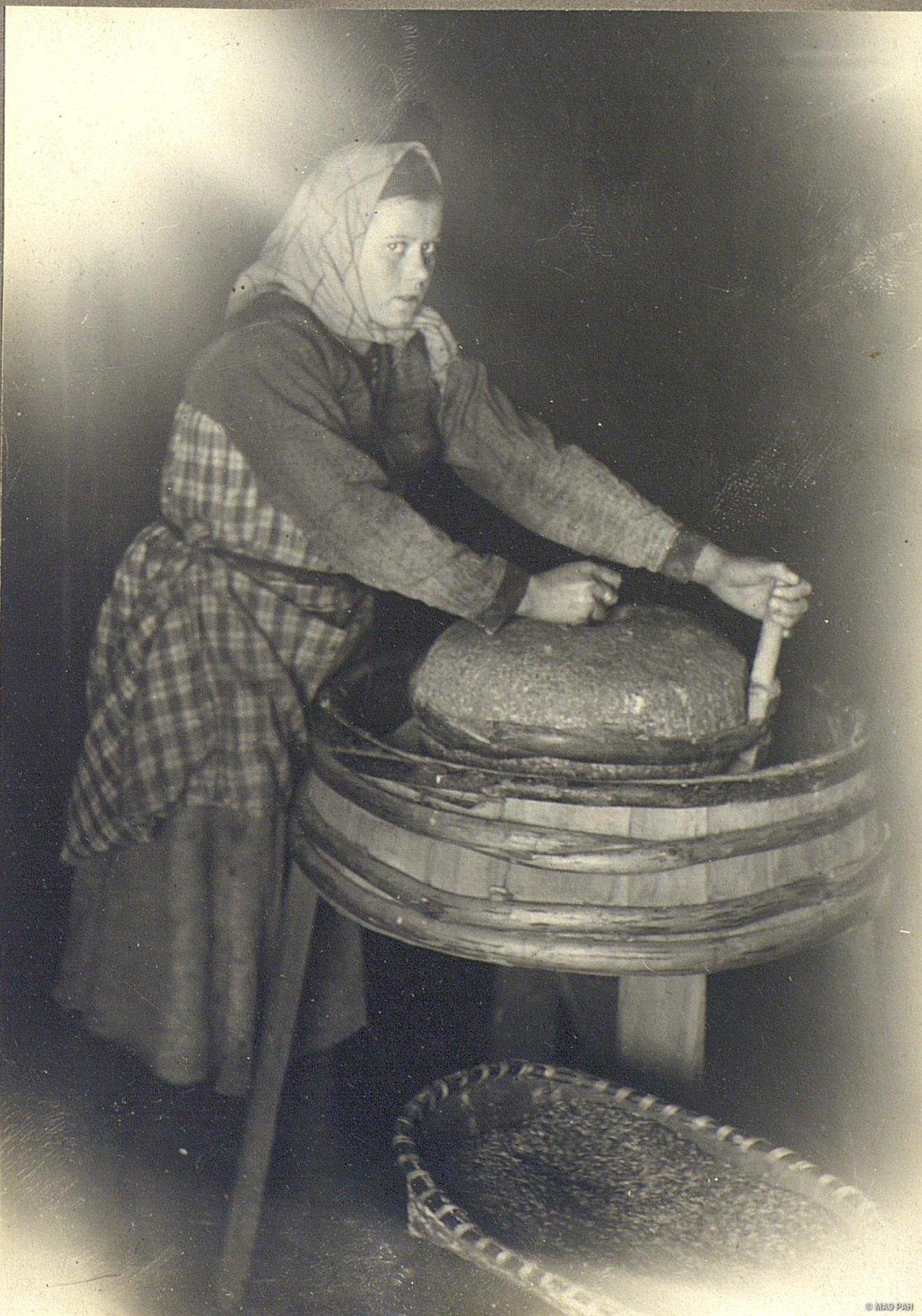 Домашняя ручная мельница зерна