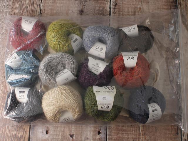 Destash yarn: Kate Davies Designs Milarrochy Tweed yarn 16 x 25g sample pack with tote bag