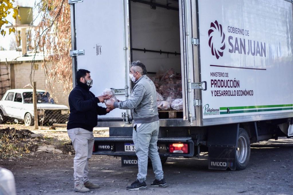 2020-05-29 PRODUCCIÓN Entregaron 12 mil kilos de pollo a familias de bajos recursos económicos