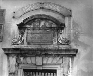 La porte d'entrée de l'ancien couvent des Bernardines à Orgelet