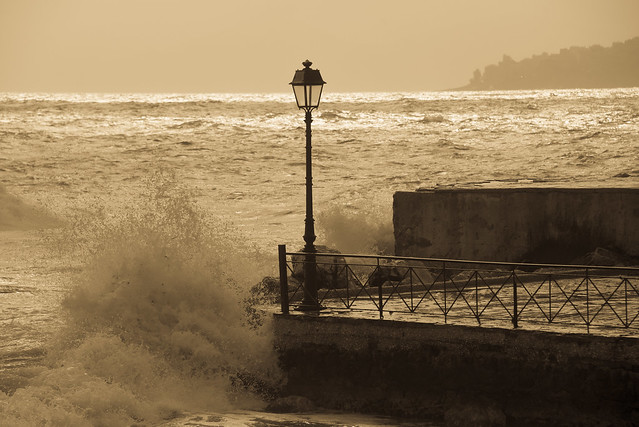 waves vs lamp