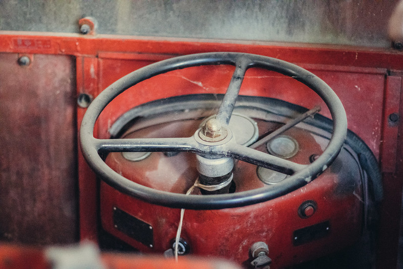 Steering wheel on an old tractor