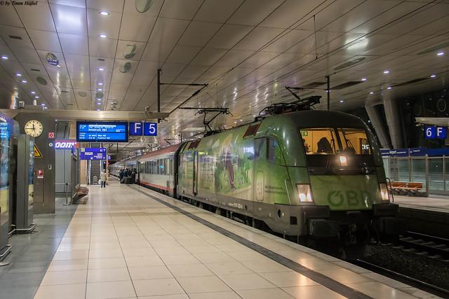 1016 020 mit Nightjet 421 in Frankfurt Flughafen Fernbahnhof