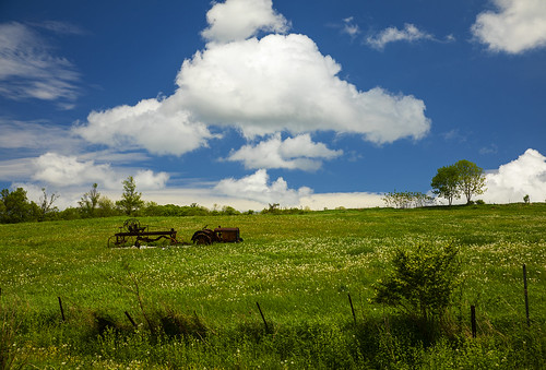 weekend tractor beautiful summer summertime life nature landscape green blue farm country rural amazing canon 2020