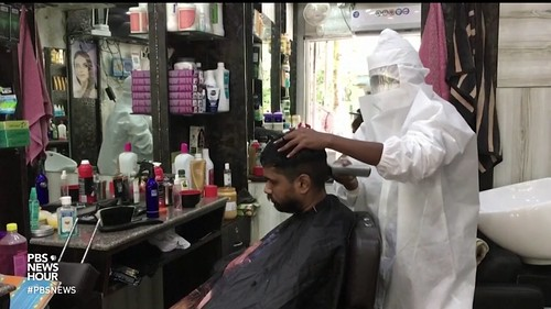 indian hairdresser in a covidious time