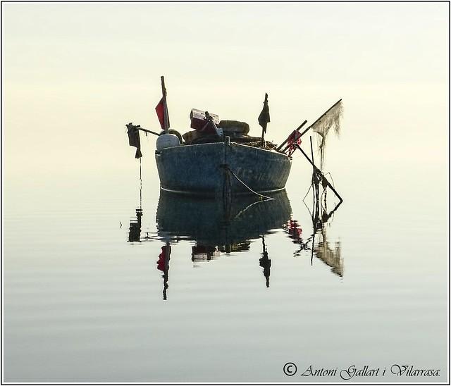 Barca després de mil batalles. (Fotografia Minimalista - Catalunya)                 Explore Rank. 16 (31-05-2020)