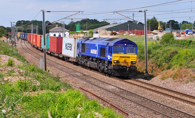 66090 weaves away from Haughley Junction with the 4L45 10.04 Wakefield Europort to Felixstowe South liner train on 27-5-20. Copyright Ian Cuthbertson