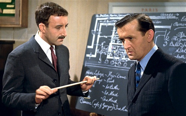 Peter sellers et Graham Stark dans le film Quand l'inspecteur s'emmêle (A Shot in the Dark, Blake Edwards, 1964)