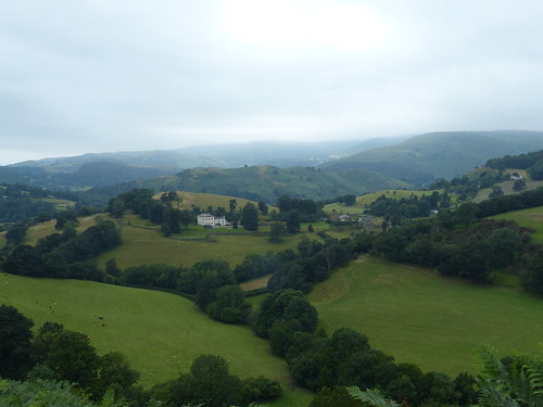eu uk britain wales cymru llangollen landscape countryside view fields meadows building house farm manor landhuis tree hills hiking dinasbrân fog mist valley