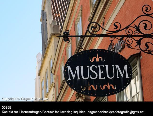 Schild MUSEUM | Sign MUSEUM