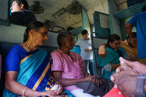 india kerala personnes train 2nd seater class