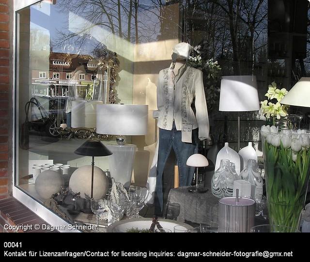 Schaufenster einer Boutique | Shop window of a boutique