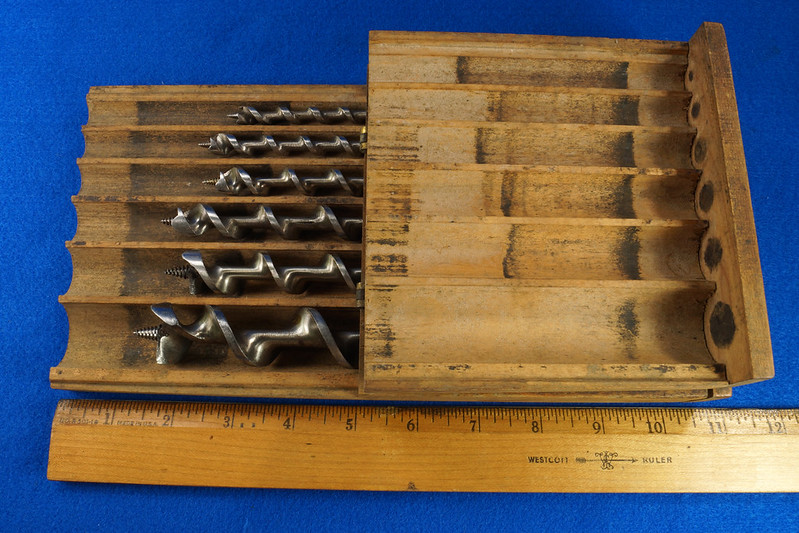 RD16491 Antique Wood Box with 6 Auger Drill Bits Shapleighs #16,  Irwin D-24 #5, Irwin D-24 6, Irwin Grade D #10, USA #12 & USA #8 DSC06400
