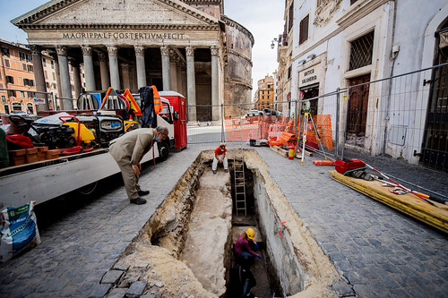 "ROMA ARCHEOLOGICA & RESTAURO ARCHITETTURA 2020. Update - Ancient streets in Rome revealed, in: NYP (May 22, 2020) & ""La Fontana di piazza della Rotonda, che si innalza col suo obelisco proprio di fronte al Pantheon (1710),"" in: ASR / Facebook (05/09/2019)"