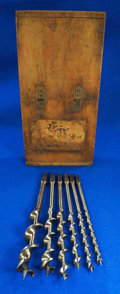 RD16491 Antique Wood Box with 6 Auger Drill Bits Shapleighs #16,  Irwin D-24 #5, Irwin D-24 6, Irwin Grade D #10, USA #12 & USA #8 DSC06404