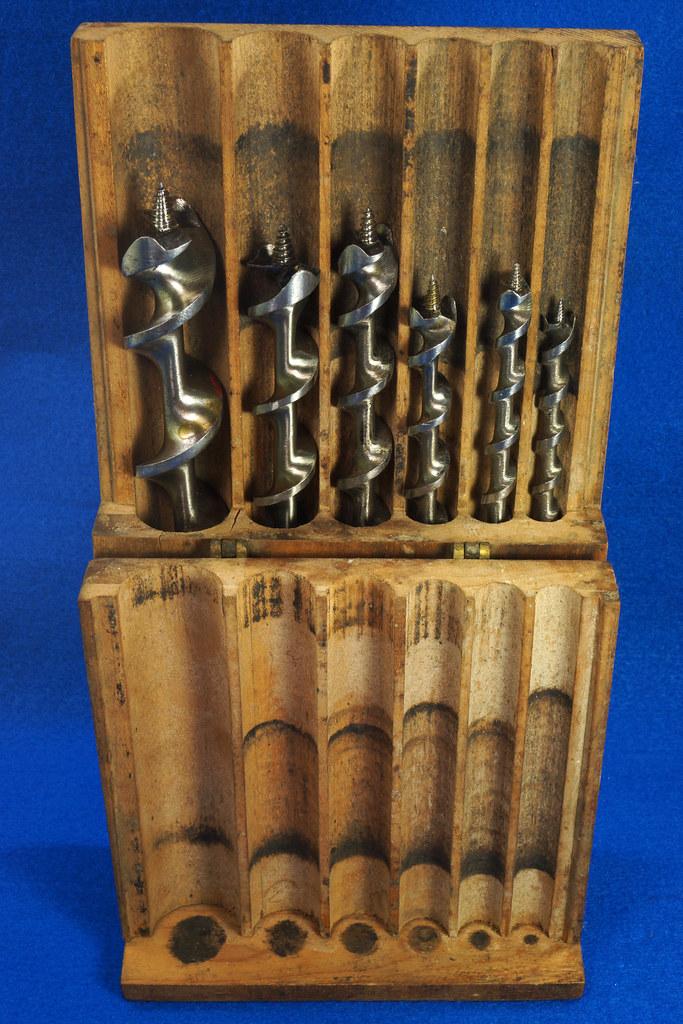 RD16491 Antique Wood Box with 6 Auger Drill Bits Shapleighs #16,  Irwin D-24 #5, Irwin D-24 6, Irwin Grade D #10, USA #12 & USA #8 DSC06401