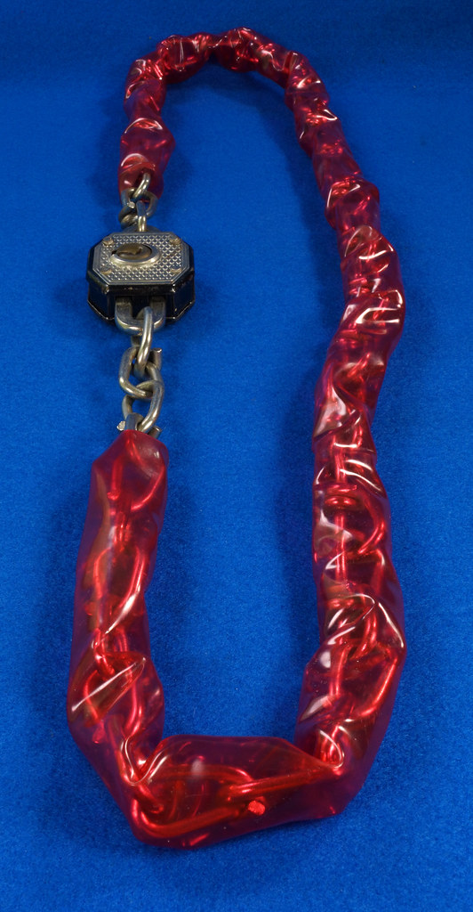 RD20688 Vintage Walsco Bike Chain Red Plastic Covering 32 inch DSC06452