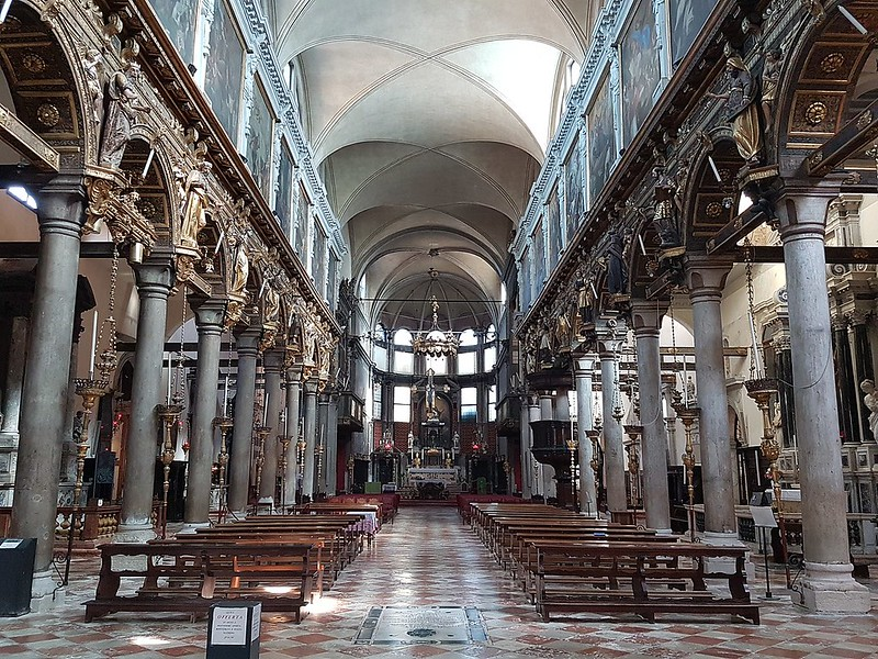 1280px-Santa_Maria_dei_Carmini_(Venice)_Innenraum