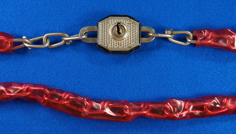 RD20688 Vintage Walsco Bike Chain Red Plastic Covering 32 inch DSC06444