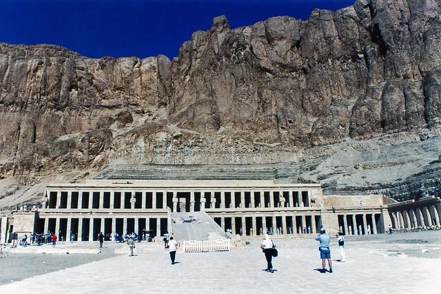 1999.10.001 LUXOR - Temple de Deir El-Bahari (in EXPLORE 01/06/2020)