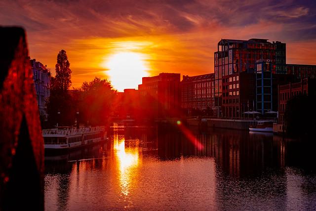 Das schönste Schauspiel der Sonne: am Morgen, wenn sie kommt, am  Abend, wenn sie geht.