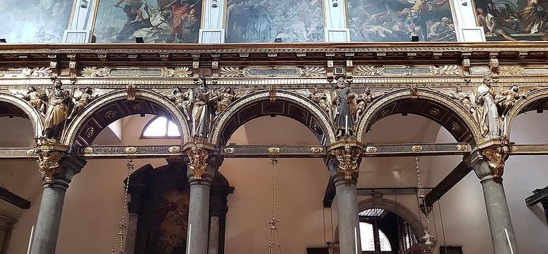 1920px-Santa_Maria_dei_Carmini_(Venice)_figürlicher_Schmuck